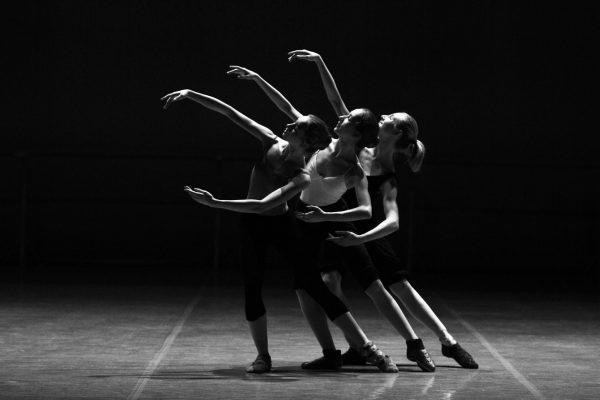 3 ballet danseressen in zwart wit